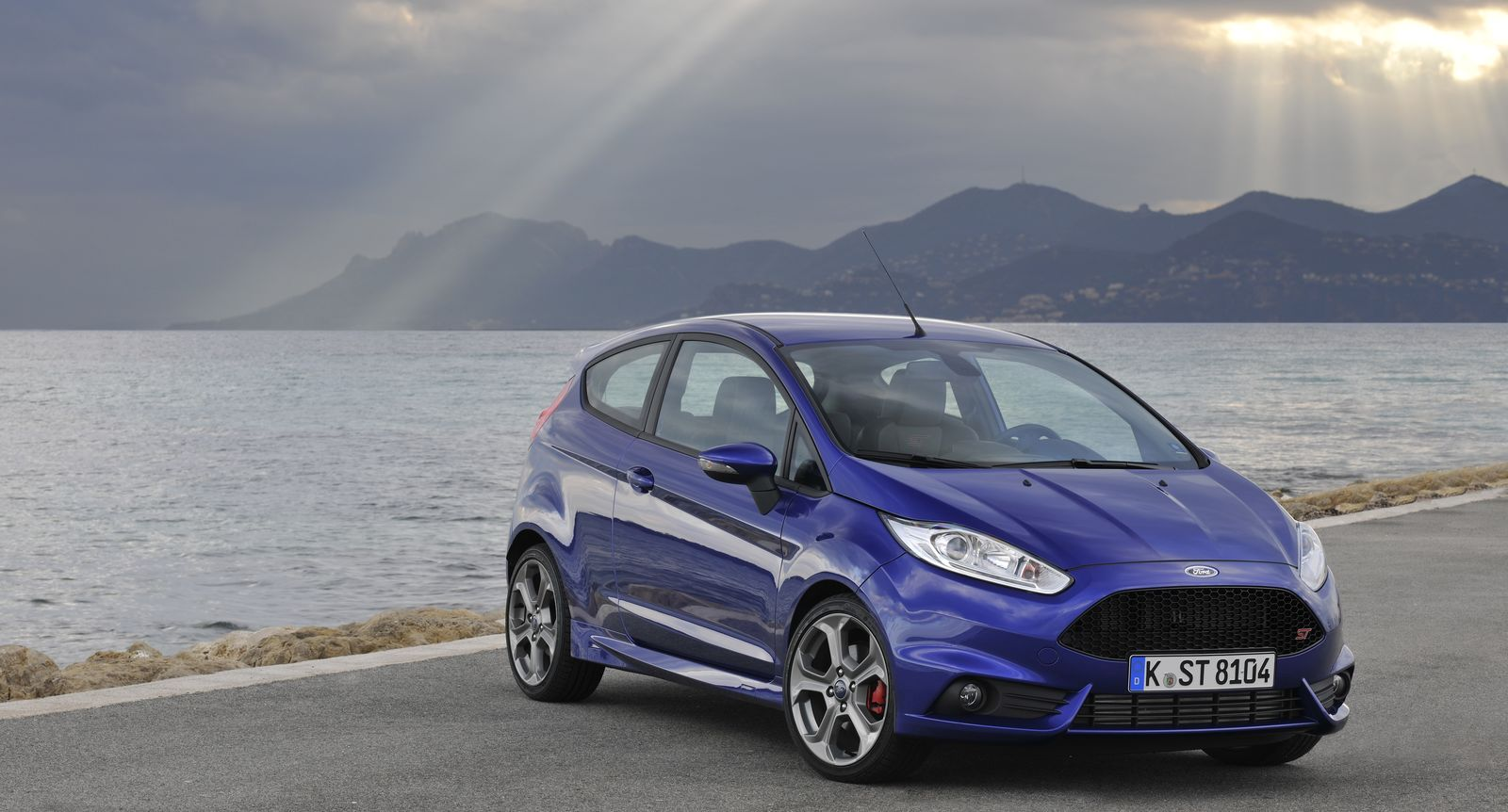 ford fiesta st vs focus st which is best carwow. Black Bedroom Furniture Sets. Home Design Ideas