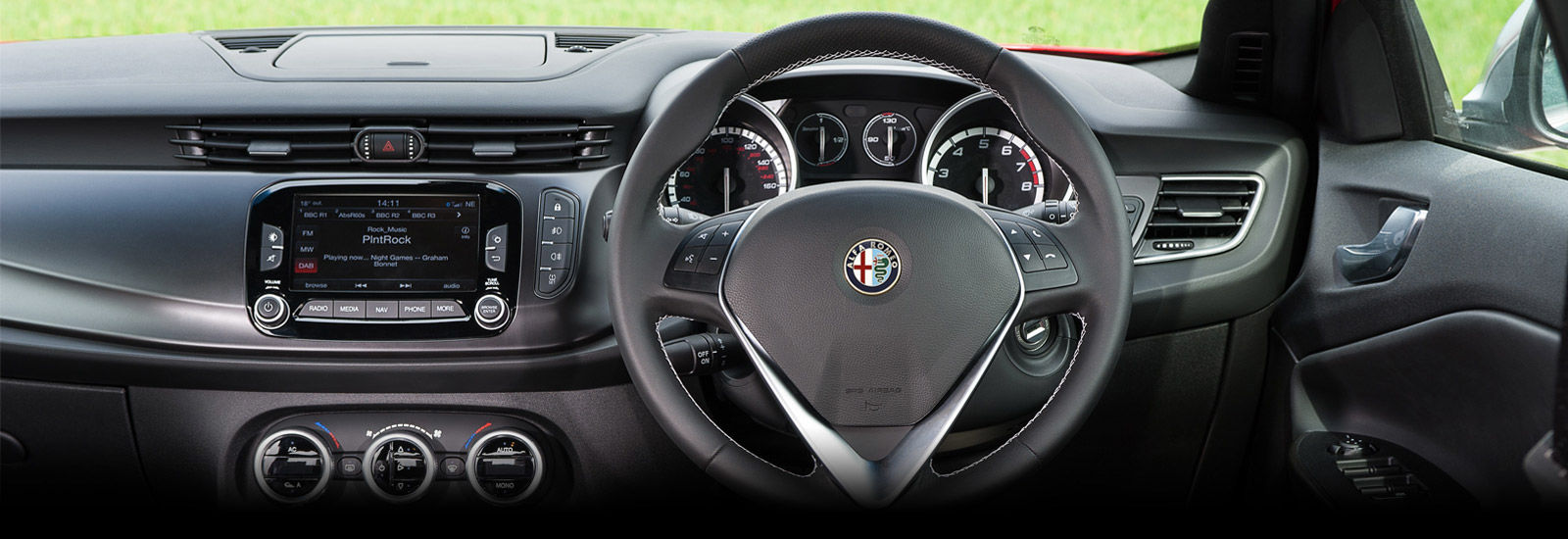 alfa romeo giulietta facelift old vs new carwow. Black Bedroom Furniture Sets. Home Design Ideas