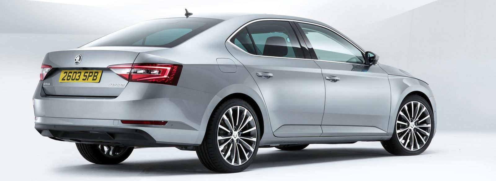 skoda superb and estate sizes and dimensions guide carwow. Black Bedroom Furniture Sets. Home Design Ideas