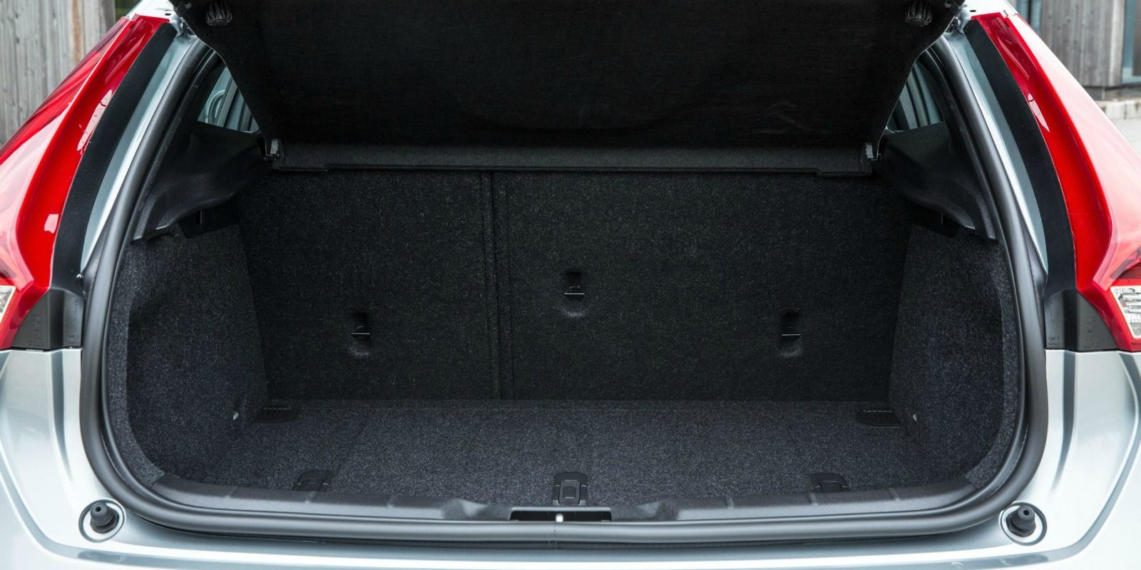 https://photos-1.carwow.co.uk/blog/1600/Volvo-V40-165.jpg