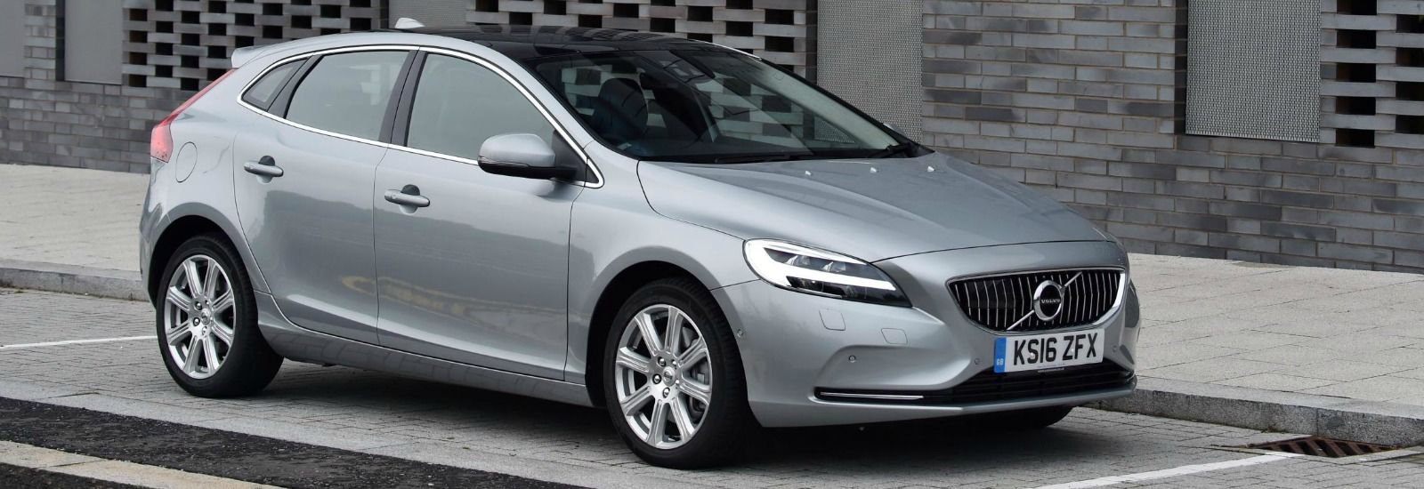 volvo v40 sizes and dimensions guide carwow. Black Bedroom Furniture Sets. Home Design Ideas