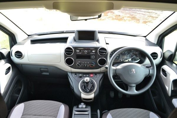 Peugeot Partner Tepee dashboard