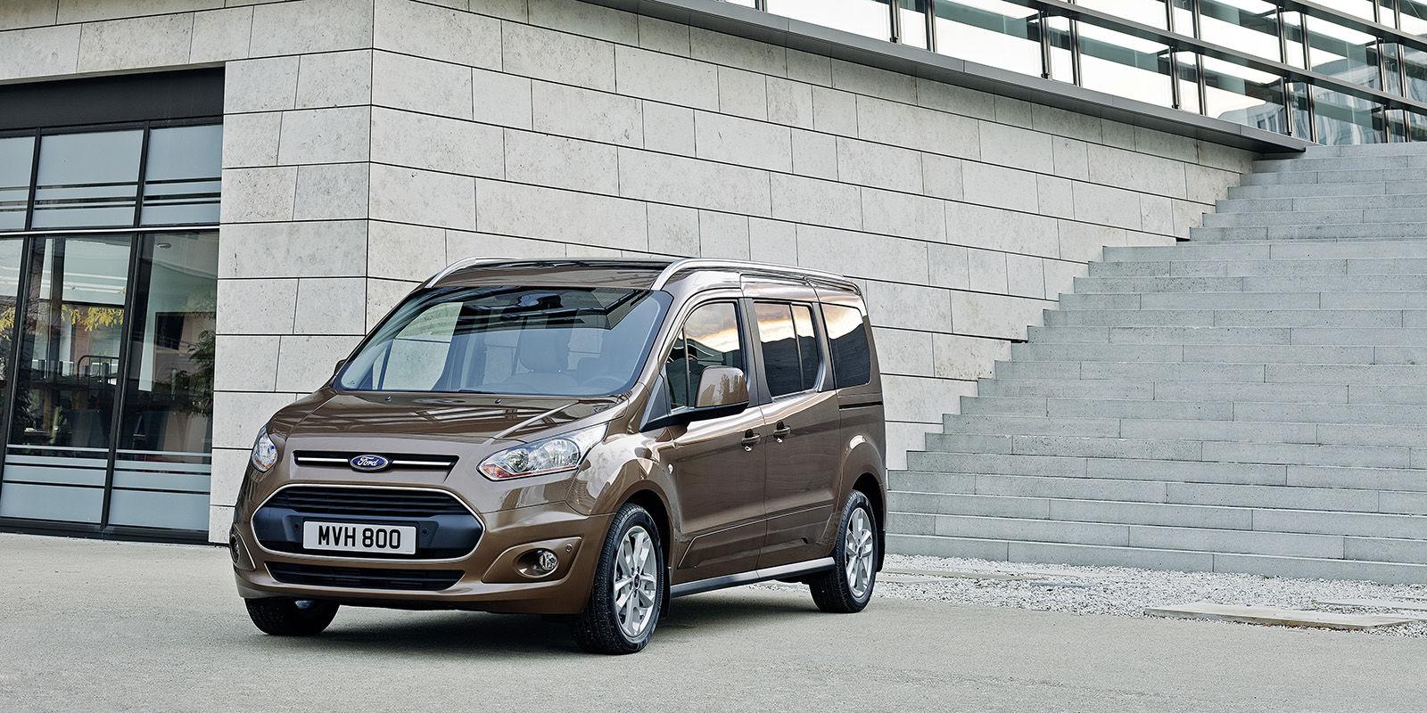 ford grand tourneo connect review deals carwow. Black Bedroom Furniture Sets. Home Design Ideas