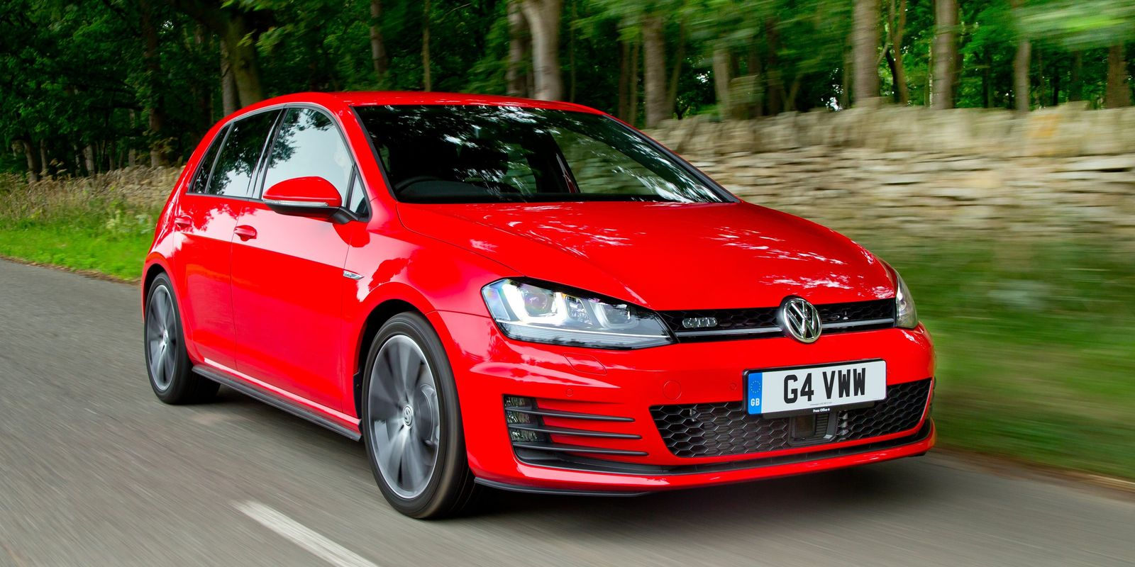 volkswagen golf gtd review carwow. Black Bedroom Furniture Sets. Home Design Ideas