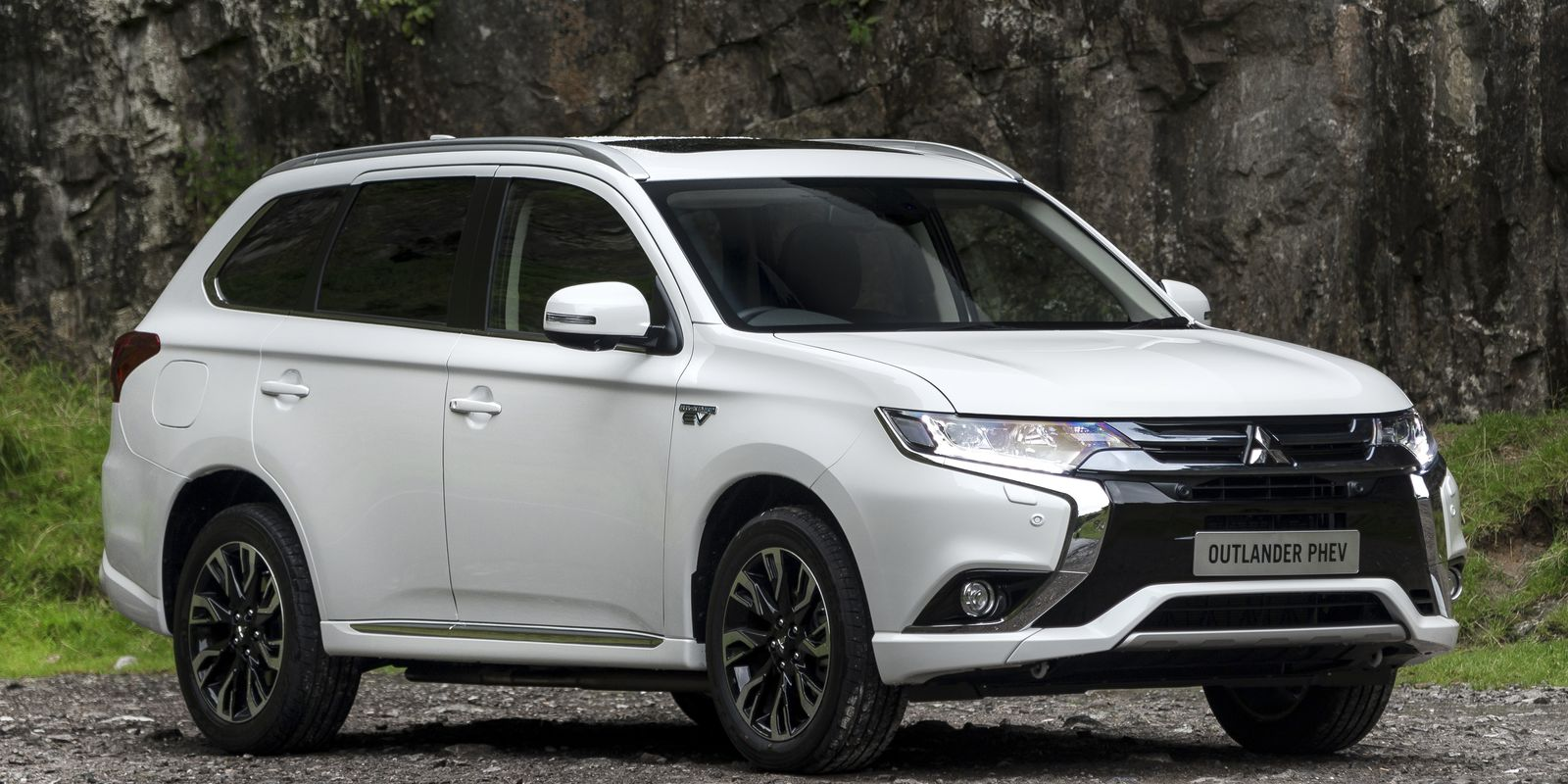 mitsubishi outlander phev review deals carwow. Black Bedroom Furniture Sets. Home Design Ideas