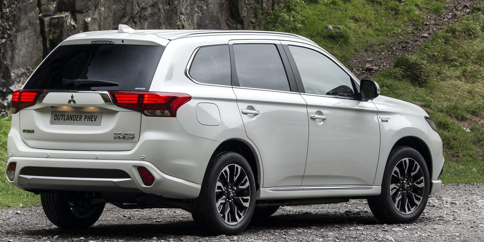 Mitsubishi Outlander PHEV review & deals | carwow