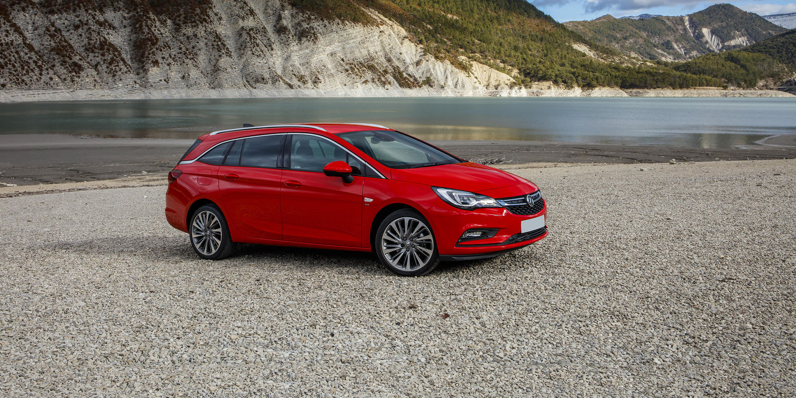 vauxhall astra sports tourer review deals carwow. Black Bedroom Furniture Sets. Home Design Ideas