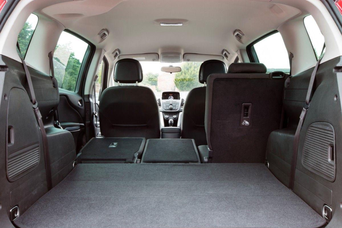 Vauxhall zafira tourer review deals carwow for Interior zafira tourer
